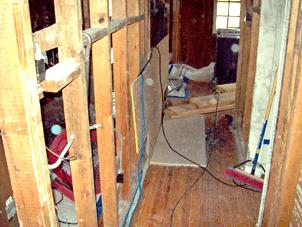 hallway-and-bathroom-DESTRO